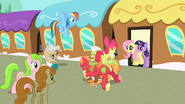 Apple family pileup S2E14