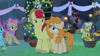 Bright Mac standing by Pear Butter's side S7E13