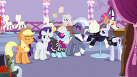 Inky and judges getting annoyed at Applejack S7E9