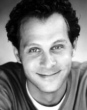 Josh Haber Perfil en escala de grises