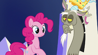 Pinkie and Discord looking at Applejack S5E22