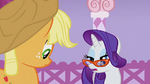 Rarity looks at Applejack S1E14