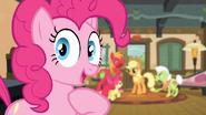 S04E09 Pinkie też należy do rodziny Apple