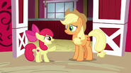 S06E14 Apple Bloom przerywa Applejack