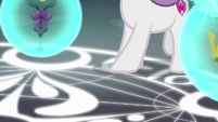Sweetie Belle steps on magic circle S8E26