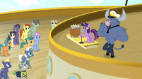 Twilight Sparkle addressing the cruise ponies S7E22