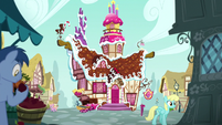 Exterior shot of Sugarcube Corner S8E2