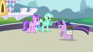Lyra Heartstrings greets Twilight S01E01