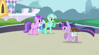 Lyra Heartstrings greets Twilight S01E01