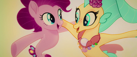 Pinkie Pie and Skystar singing arm-in-arm MLPTM