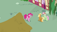 Pinkie Pie passing by Apple Cobbler and Florina S4E12