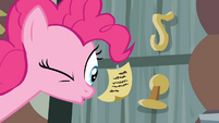 Pinkie looks at a note S4E09