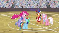 Pinkie runs up to meet Quibble Pants S9E6