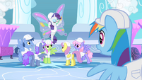 Rarity gaining a lot of attention S1E16