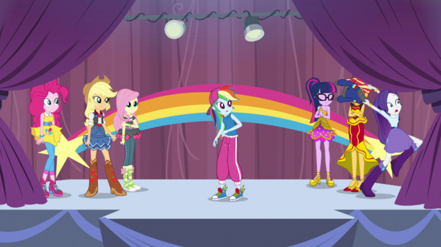 File:Rarity leaves the gymnasium in a panic EGS1.png