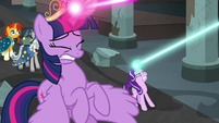 Twilight and Starlight struggle with their ropes S7E26