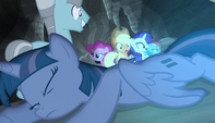 Twilight collapses to the ground S5E1