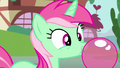 A mare blowing chewing gum S6E4.png