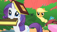 Applejack asking for Rarity's help S1E08