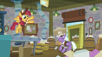 Mailpony bounces packages off her head S8E10
