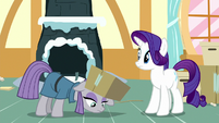 Maud Pie picking up the last box S8E18