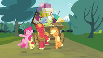 Pinkie Pie and the Apple family singing S4E09
