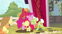 Pinkie Pie hugging Apples S4E09