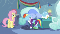 Rainbow Dash drying her eyes S5E5