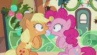 S05E20 Applejack i Pinkie