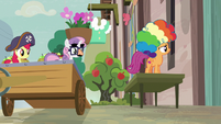 Scootaloo outside Sugar Belle's window S7E8