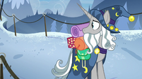Star Swirl looking back at Rare Find S8E16