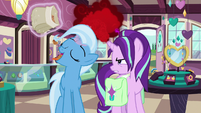 Starlight gets angrier as Trixie eats snacks S7E2