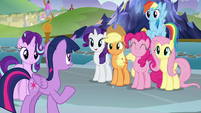 Twilight Sparkle has help from her friends S8E2