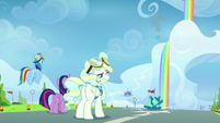 Vapor winces as Sky crashes onto the ground S6E24