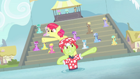 Apple Bloom and Granny Smith end synchronized swimming S4E20
