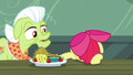 Apple Bloom feels down; pushes plate away S5E17.png