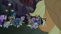 Applejack sees happy Manehattan ponies S5E16.png