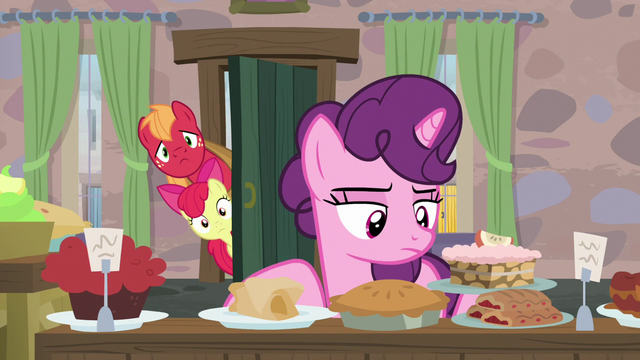 File:Big Mac and Apple Bloom sneak into Sugar Belle's house S7E8.png