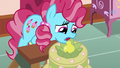 Chiffon tops multi-layered cake with a pear S7E13.png