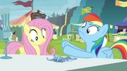 Crystal chalice breaks in Rainbow's hooves S4E22