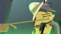 Daring Do untying Rainbow Dash's ropes S7E18