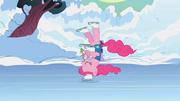 Pinkie Pie beim Eislaufen S1E11