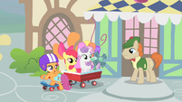 Scootaloo --we'll return the fan to you real soon-- S1E18