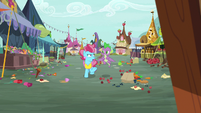 Spike and Mrs. Cake in a messy Ponyville S9E23