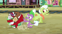 Spike rolls the pets around like a ball S03E11