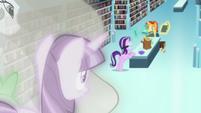 Twilight, Celestia, and Spike look down at Starlight and Sunburst S7E1