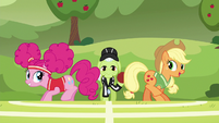 Applejack --just try your best, Pinkie-- S6E18