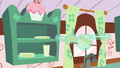Chinaware floating off the shelves S6E6.png