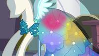 Princess Dress shines with multicolored light S5E14