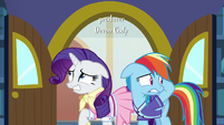 Rarity and Rainbow still looking nervous S8E17
